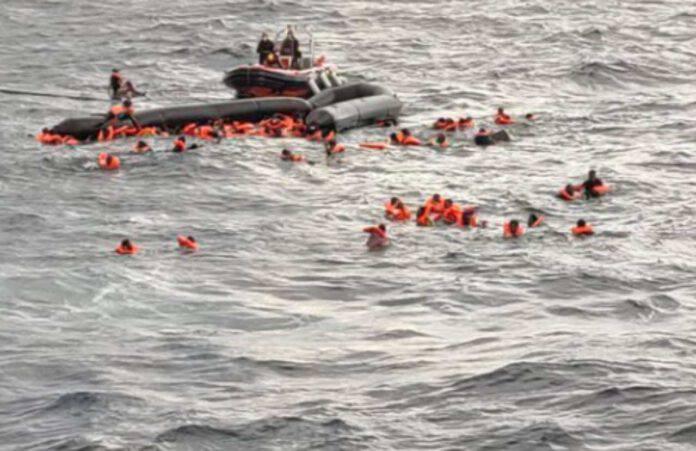 Gommone migranti affonda