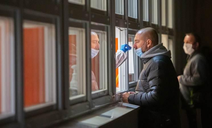 A Napoli arriva il 'Tampone Solidale'