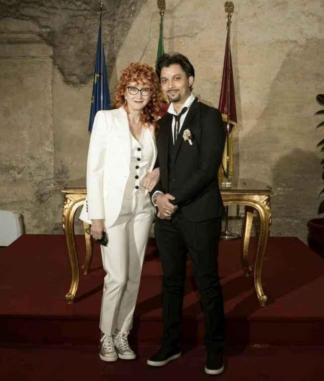Amici: ex professore, a sorpresa, sposa una cantante molto famosa