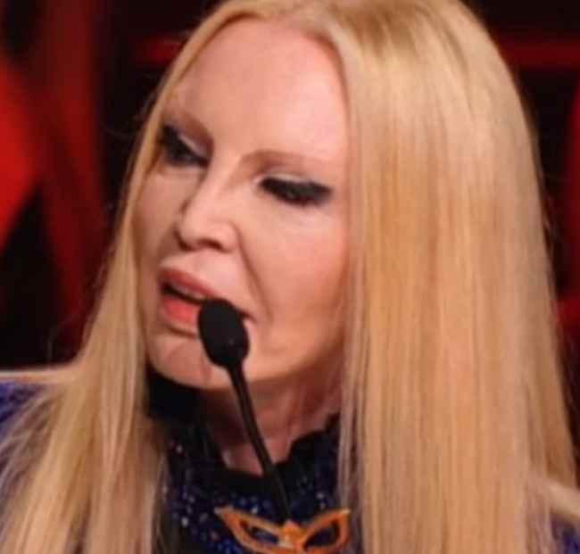 """Il cantante mascherato: """"battibecco"""" in diretta tra Patty Pravo e Caterina Balivo"""