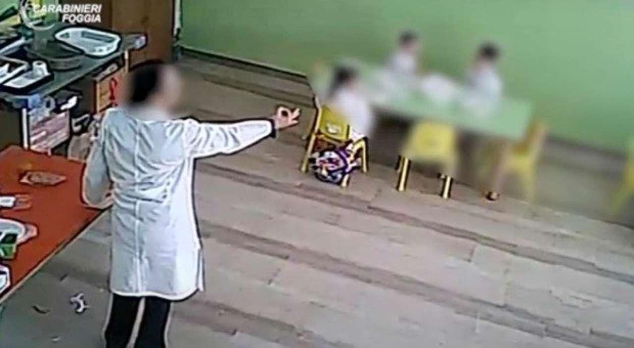 foggia maestra asilo interdetta