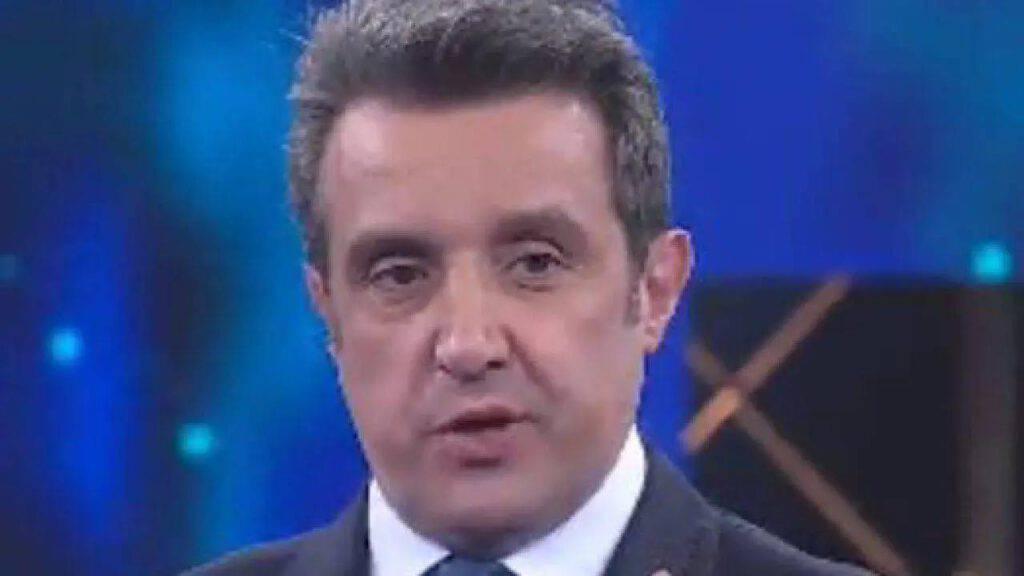 """Flavio Insinna, la confessione inaspettata: """"Parliamo di altro..."""""""