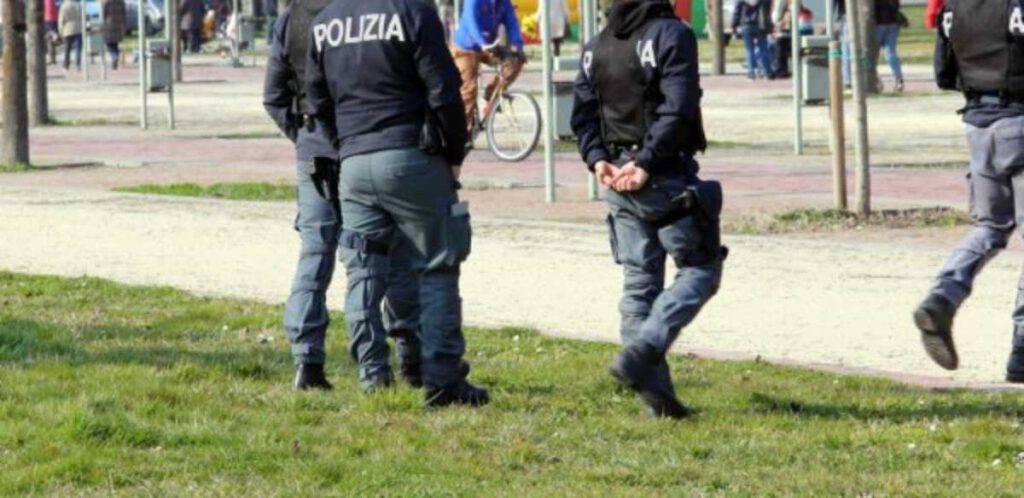 Milano, atti osceni davanti ai bambini, da anni. Ma nessuno può fargli nulla