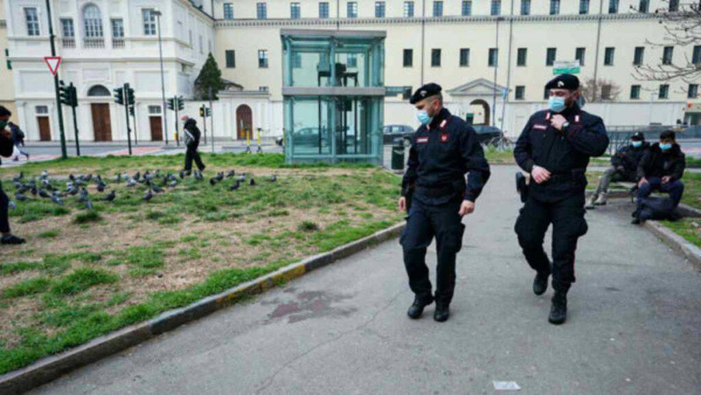 Torino, ragazza di 20 anni accoltellata in strada: è in condizioni gravissime