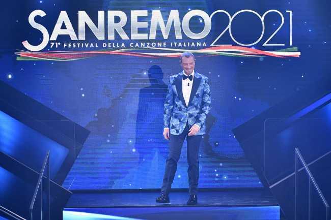 Amadeus dichiara: Sanremo in estate? Le parole che lasciano pochi dubbi