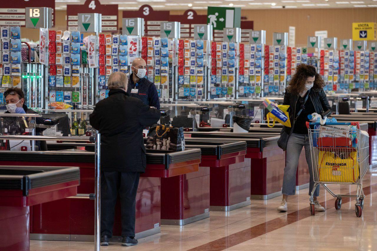 supermercato furto prete