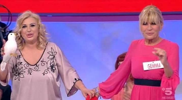 Uomini e Donne, Gemma e Tina Cipollari litigano per finta?