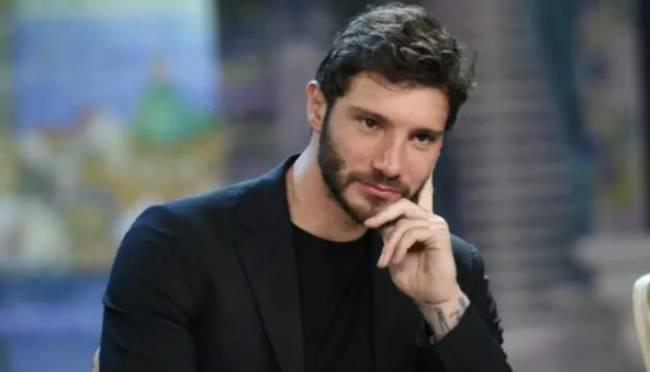 """Stefano De Martino vittima di un """"vandalo"""": cosa è successo?"""