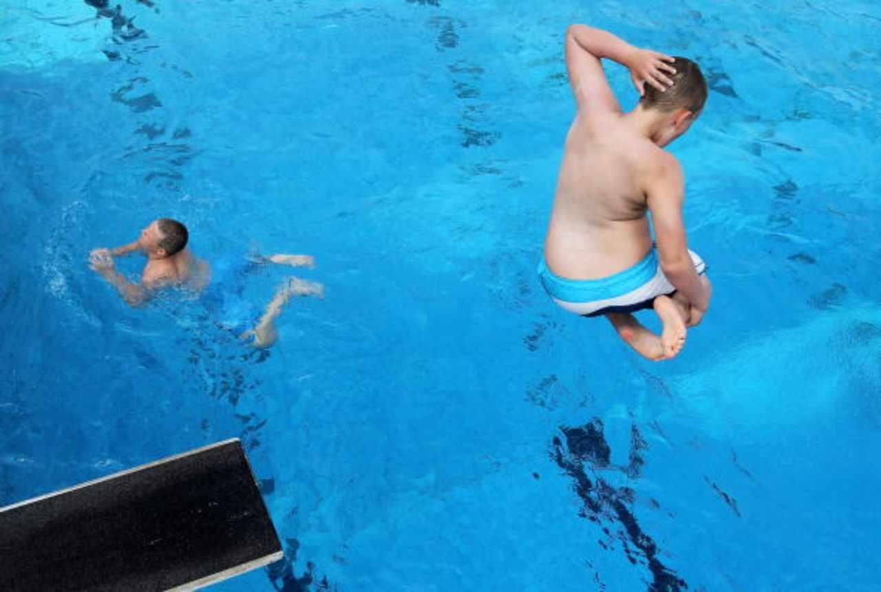 modena muore piscina