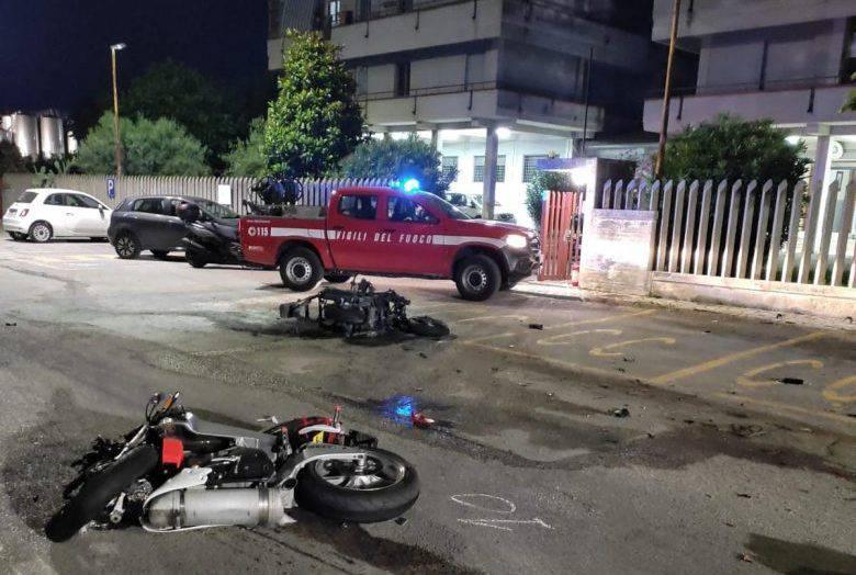 Teramo, scontro violentissimo: sull'asfalto restano due giovani