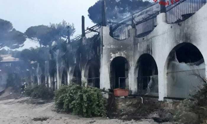 Il villaggio di Temptation Island è andato a fuoco