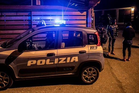 Torino, nessuno la vede da mesi: la trovano mummificata sul divano